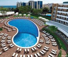 La piscina exterior del renovado Riu Helios, en Bulgaria