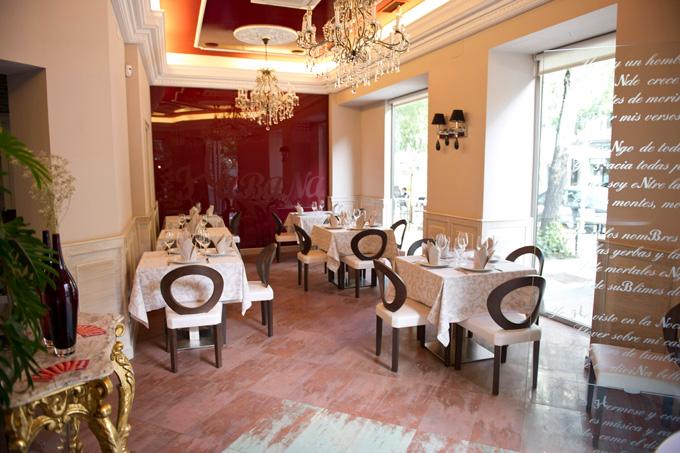 La entrada al elegante salón de Gasset Habana. El precio medio de este restaurante es de 25 euros