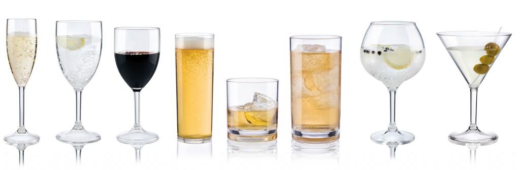 Una gama completa de copas y vasos que parecen de cristal