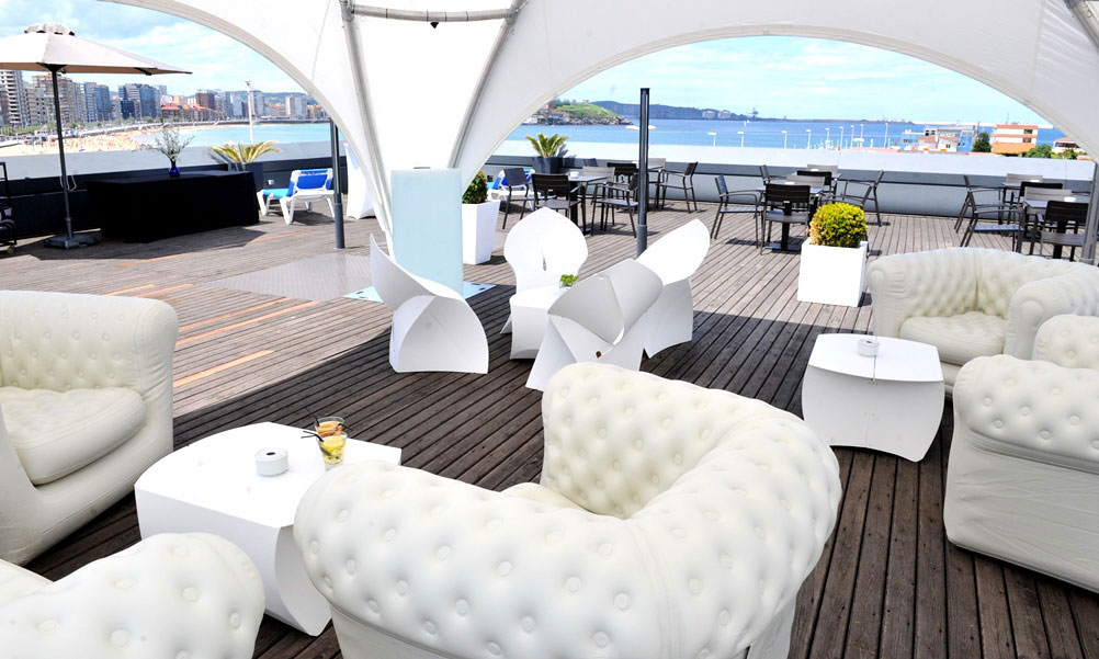 la esplndida terraza chill out del hotel abba gijn