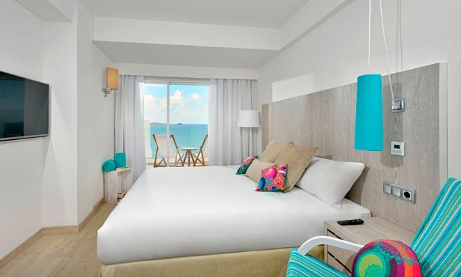 La luminosa habitación del Sol Beach House Hotel Ibiza