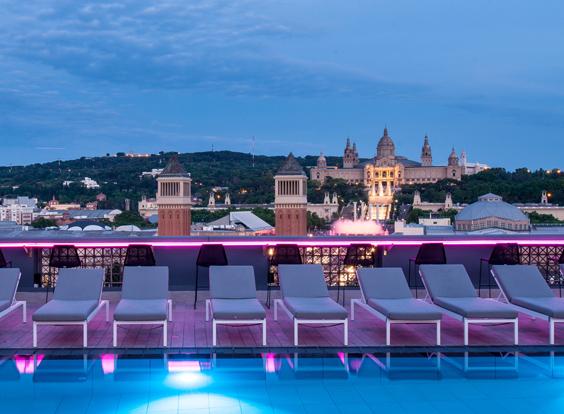 La nueva terraza del Catalonia Barcelona Plaza sorprende por sus espectaculares vistas sobre Plaza España y la montaña de Montjuïc