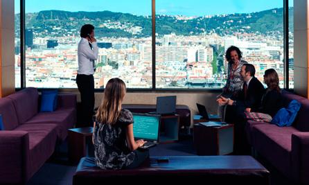 Ejecutivos trabajando en el hotel Torre Cataluña