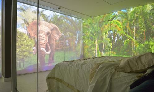 En la Sensoty Room, las cuatro paredes de la habitación se convierten en pantallas de vídeo