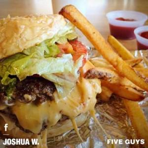 Imagen de una hamburguesa de Five Guys, tomada de su página de Facebook
