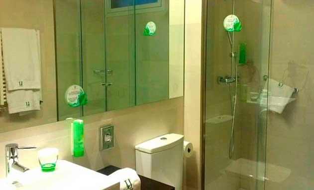 Productos eco en el ba o el compromiso verde del hotel jardines de uleta profesional horeca - Amenities en el bano ...