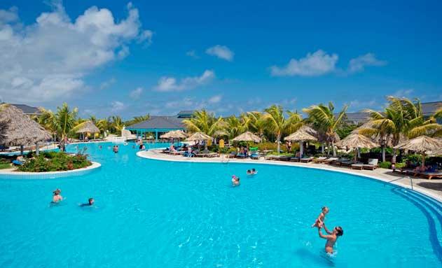Piscina de un hotel Meliá en Cuba