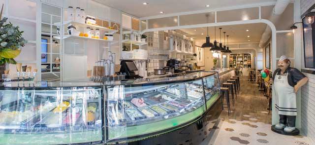 La entrada a la nueva heladería-cafetería Maximum, en Sabadell,