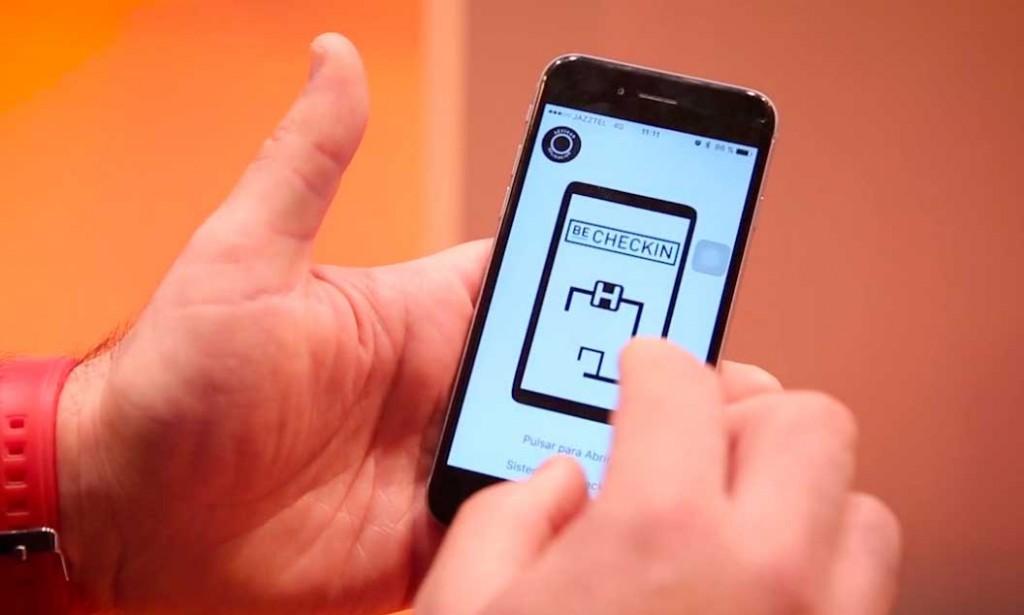 Sistema de apertura de puerta con el móvil de BeChekin, que estará en Fitur 2018