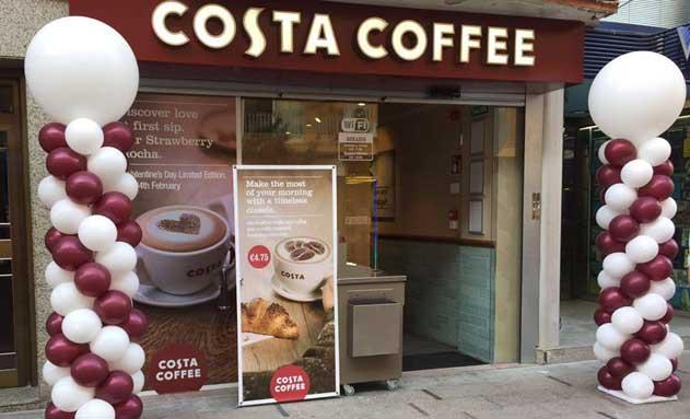 Fachada de la nueva cafetería Costa Coffee en Benidorm