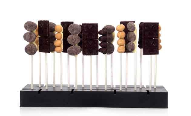 Mini brochetas de chocolate