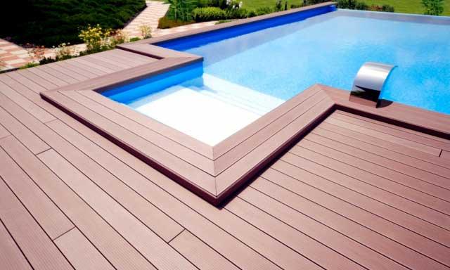 La tarima sintética Composite Deck en una piscina