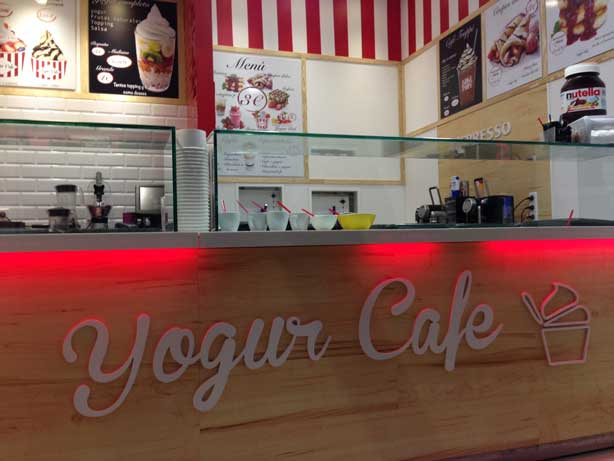Barra de un local Yogur Café