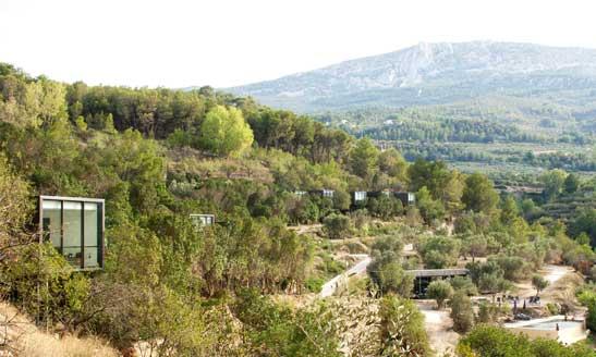 Situado en el Valle de Guadalest, el hotel Vivood está totalmente integrado en el medio natural