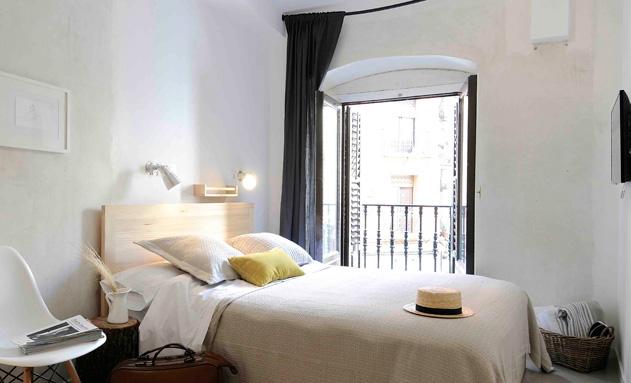 Sencillez y comodidad en una de las habitaciones dobles del hostel