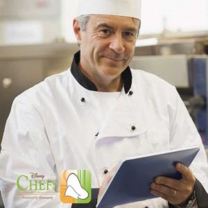 Chef utilizando la solución Disney Chefs de seguridad alimentaria