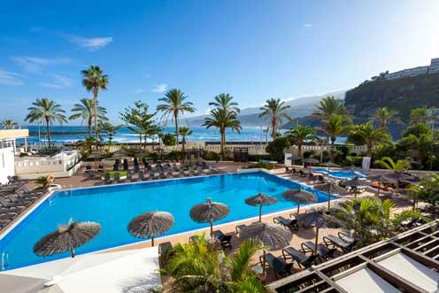 La piscina del Sol Costa Atlantis, en primera línea de playa