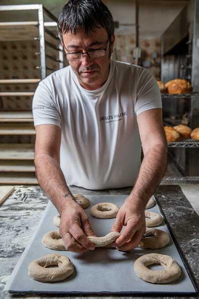 Jesús Machi elabora artesanalmente el pan de los bagels