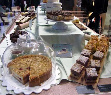 Presentación de productos en el stand de Erlenbacher en Alimentaria 2016