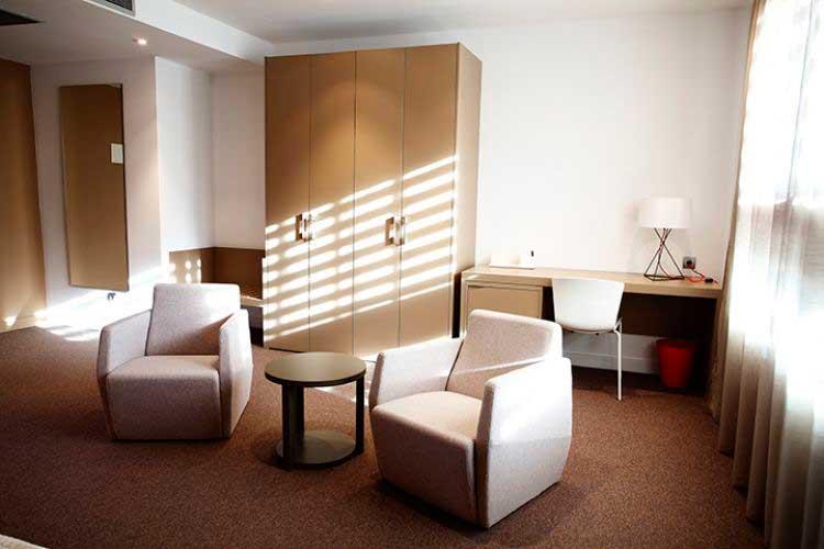 Silla Slam en el hotel Ciudad del Fútbol en Las Rozas, Madrid