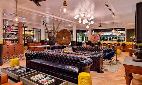 El espectacular lobby del hotel H10 Metropolitan de Barcelona