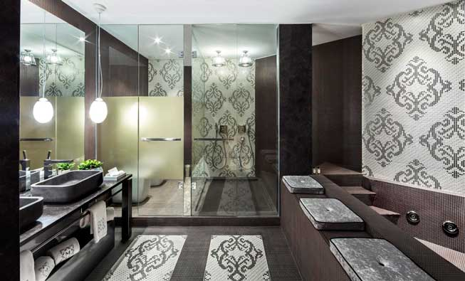 baño de la suite Enric Batlló, la joya del hotel Monument