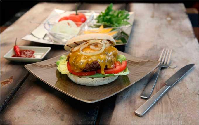 Hamburguesa sobre plato Mesh