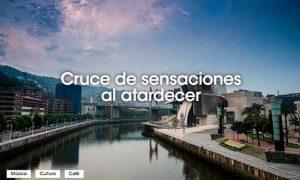 La ría de Bilbao junto al museo Guggenheim