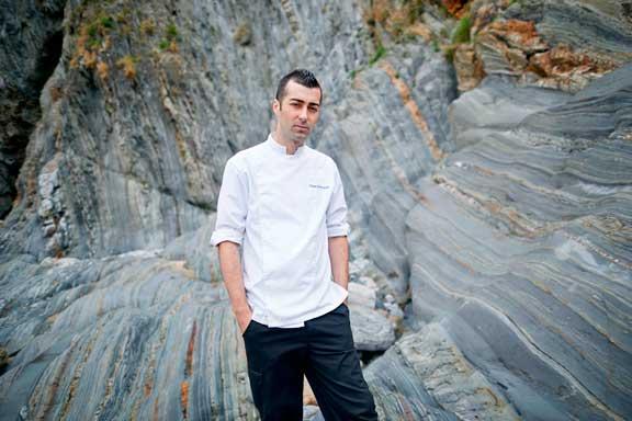 El chef Diego Fernández, al frente del restaurante Regueiro