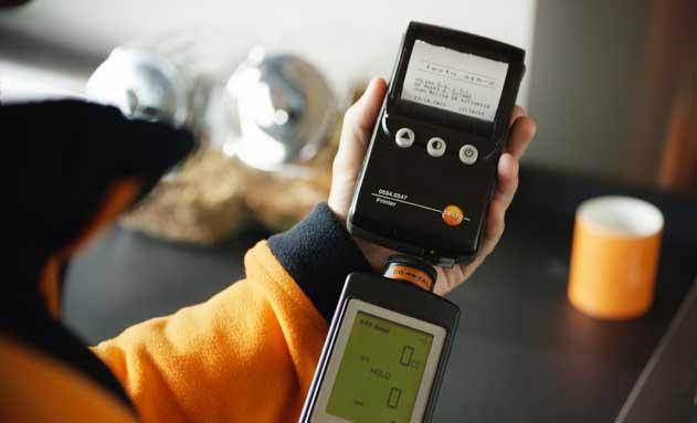 Técnico de Repsol en la revisión del gas