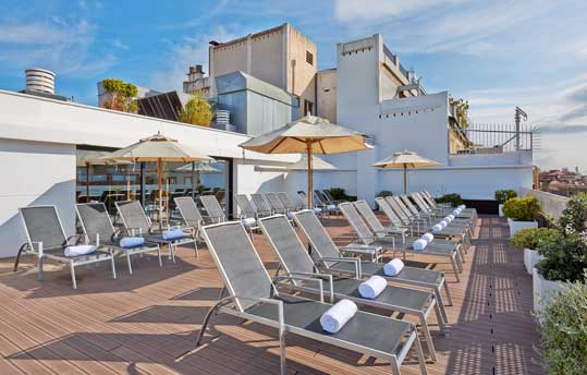 Terraza en la azotea del hotel NH Collection Pódium