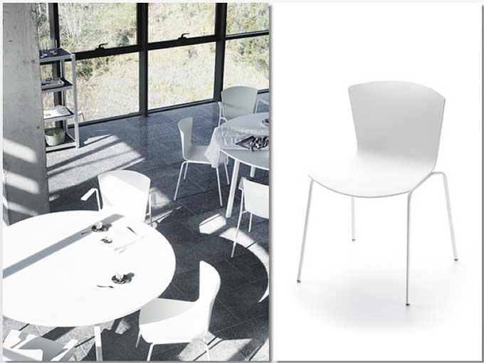 La silla Slam Básica en blanco, en un restaurante