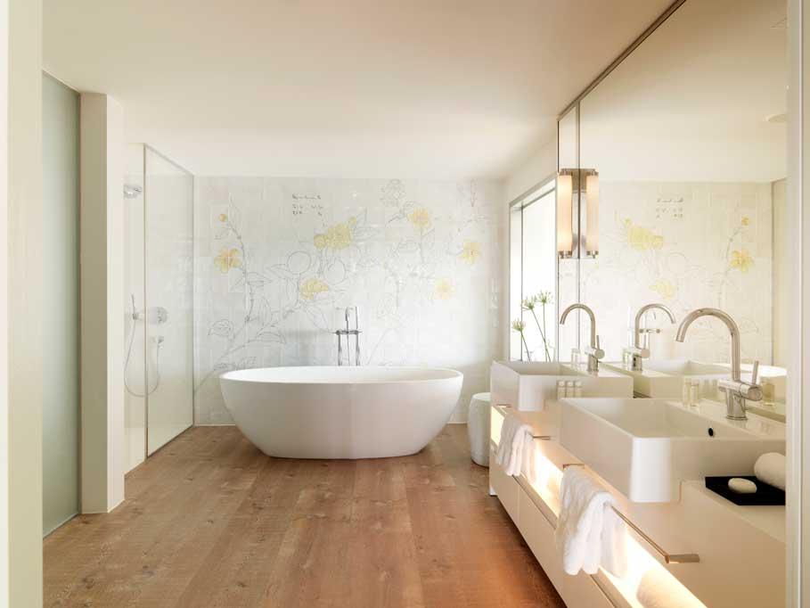 Baño de habitación del hotel Camiral