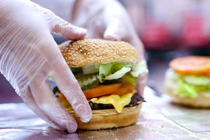 En Five Guys las hamburguesas se hacen al momento y a mano
