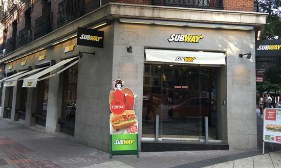 Fachada de un restauranet Subway