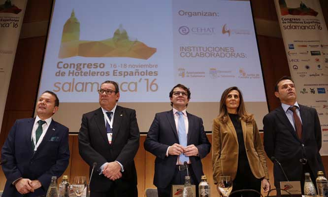 De izquierda a derecha: Alain Saldaña, Juan Molas, Alfonso Fernández Mañueco, Marta Blanco y Javier Ramírez, en la inauguración del Congreso