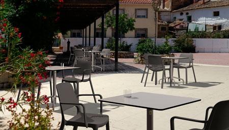 Terraza con las mesas 4R