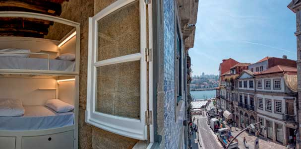 Exterior del Bluesock Hostel  Oporto