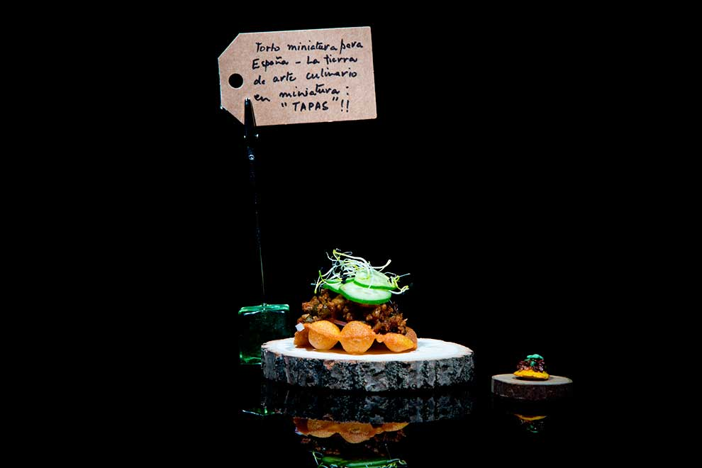 """Torto en miniatura"" de Nayab Siddiqui, de Singapur"
