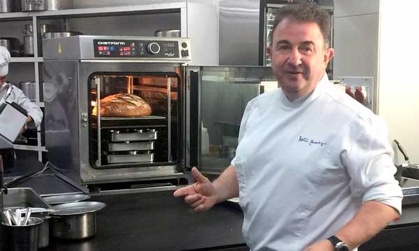 Martín Berasategui trabaja con el horno compacto MyChef en su restaurante de Lasarte