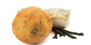 Croqueta de merluza y alga Codium: un aperitivo diferente de Koama