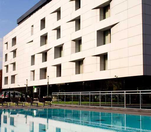 Fachada del hotel Avenida, en Bilbao,