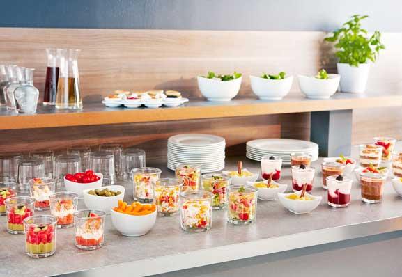 Vasos vintage Eskale de Arcoroc en un buffet