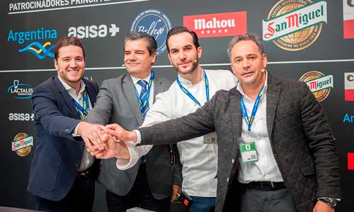 Los representantes de Makro, Facyre y Fehr tras la firma del acuerdo para lanzar Los martes de la hostelería, en el marco de Madrid Fusión