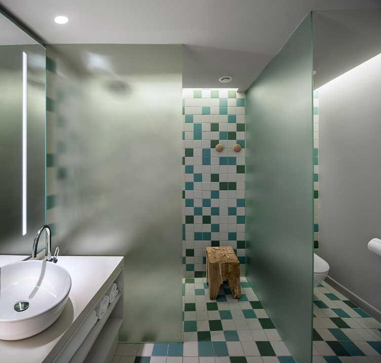 Baño de habitación del hotel Inturotel Cala Esmeralda