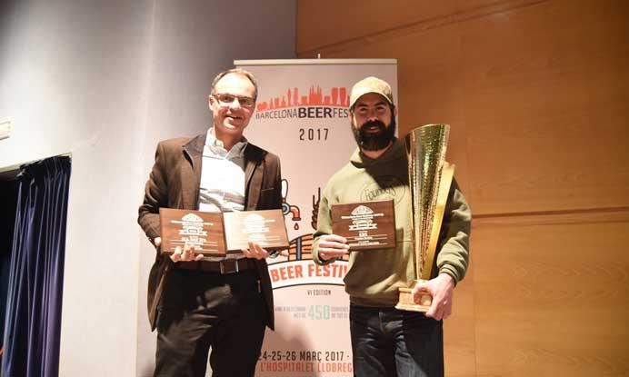 Tim Traynor, de Founders (con gorra) y Benet Fité, director de la Unidad de Nuevos Negocios de Mahou San Miguel.