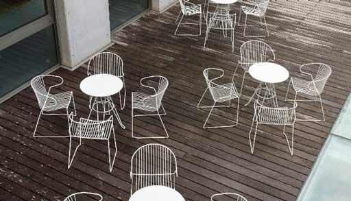 Sillas nlancas Bolonia en terraza