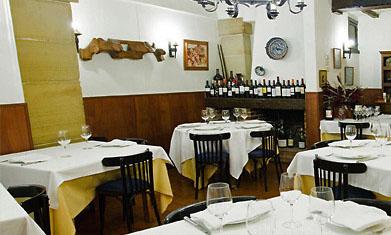 El comedor, clásico y muy tradicional, del restaurante Ibai