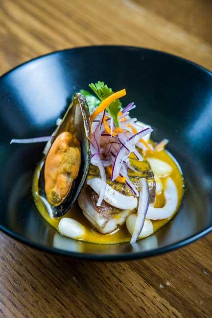 Ceviche tibio de corvina y marisco, receta de Luis Arévalo (Kena)