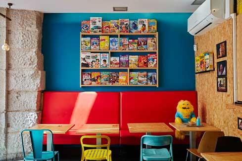 La estética de los locales Cereal Hunters es joven, desenfadada y colorista